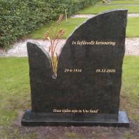 Staand monument S15 Gebr. Ridder Grafmonumenten Bovensmilde en Lutten