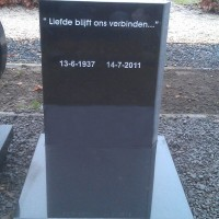 Urnmonument nr. U03 Gebr. Ridder NAtuursteen Bovensmilde en Lutten Eden GRoep