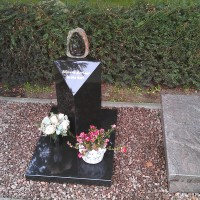 Urnmonument nr. U25 Gebr. Ridder natuursteen Bovensmilde en Lutten Eden Groep