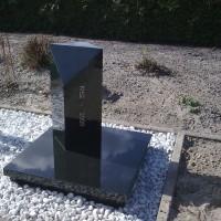 Urnmonument nr. U11 Gebr. Ridder Natuursteen Bovensmilde en Lutten Eden Groep