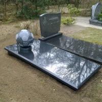 Enkele grafstenen Gebr. Ridder Grafmonumenten Bovensmilde en Lutten Eden Groep