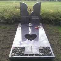Enkele grafstenen E20 Gebr. Ridder Grafmonumenten Bovensmilde en Lutten Eden Groep