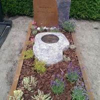 Enkele grafstenen E23 Gebr. Ridder Grafmonumenten Bovensmilde en Lutten Eden Groep