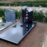 Enkele grafstenen E11 gebr. Ridder Grafmonumenten Bovensmilde en Lutten Eden Groep