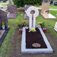 Enkele grafstenen E17 Gebr. Ridder Grafmonumenten Bovensmilde en Lutten Eden Groep